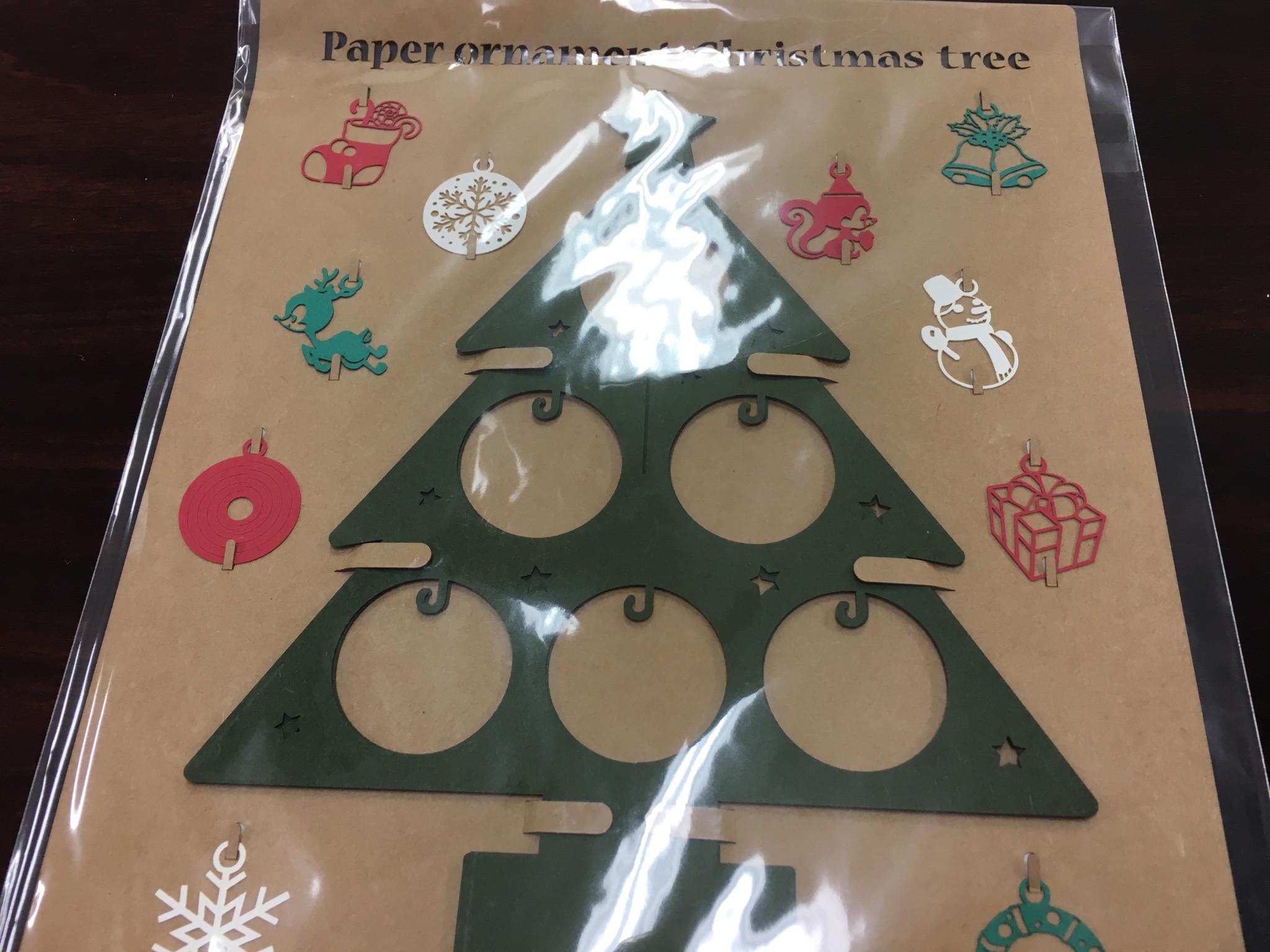 切り絵のクリスマスツリー